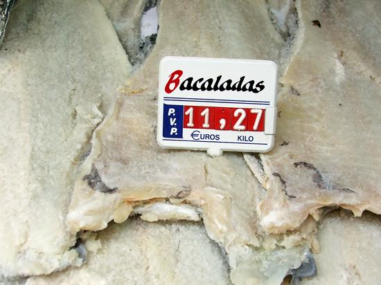salt cod for sale with price 11 euros and 27 (bacalada a la venta con precio 11,27 el kilo)