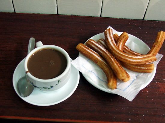 A mug of hot chocolate and churros (una taza de cholocate y una razion de churros)